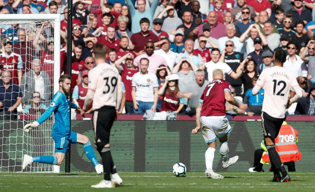 Arnautovic scores for West Ham against Man United